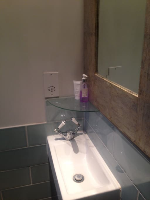 shower room to let