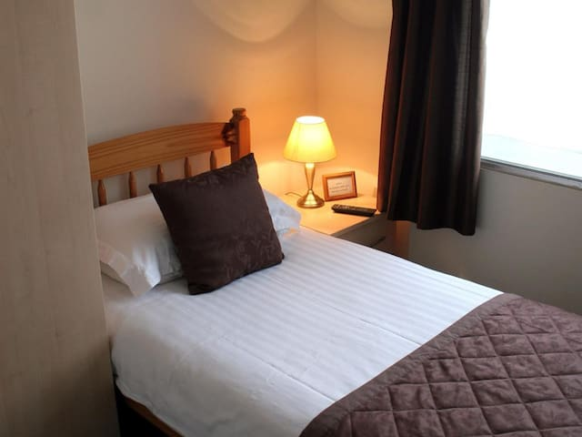Single Ensuite Room Located at the top floor