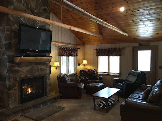 Adirondack Luxury Getaway - Eagle Bay - Huis