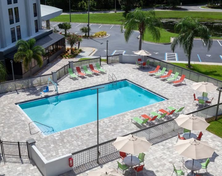 Orlando Getaway! Two Lovely Units, Breakfast, Pool