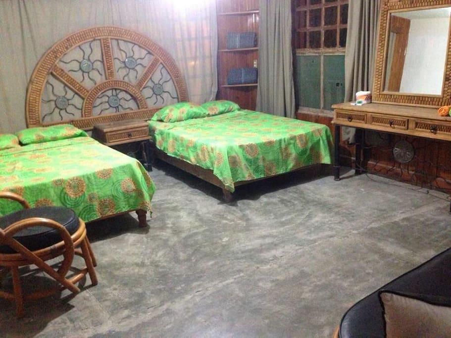 Habitaciones amplias y muy cómodas.