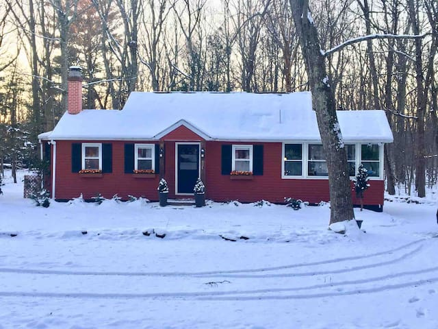Poconos Cottage in the woods! **Awesome Reviews**