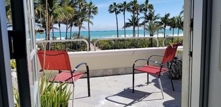 Lovely oceanfront studio with amazing balcony!