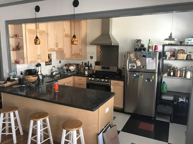 Mediterranean 1 bedroom- Close to downtown Alameda