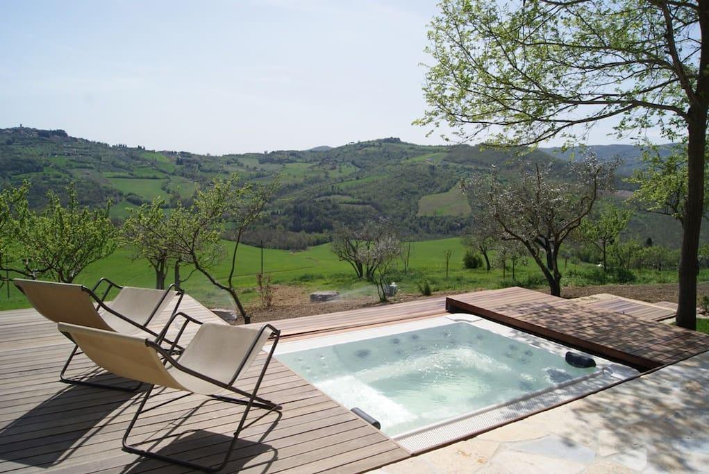 The tub and Montecastello's view