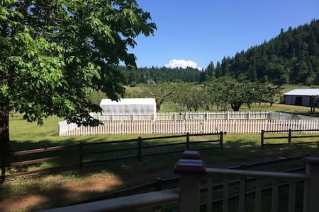 The Pear Farm (Orchard Camp Spot) - White Salmon