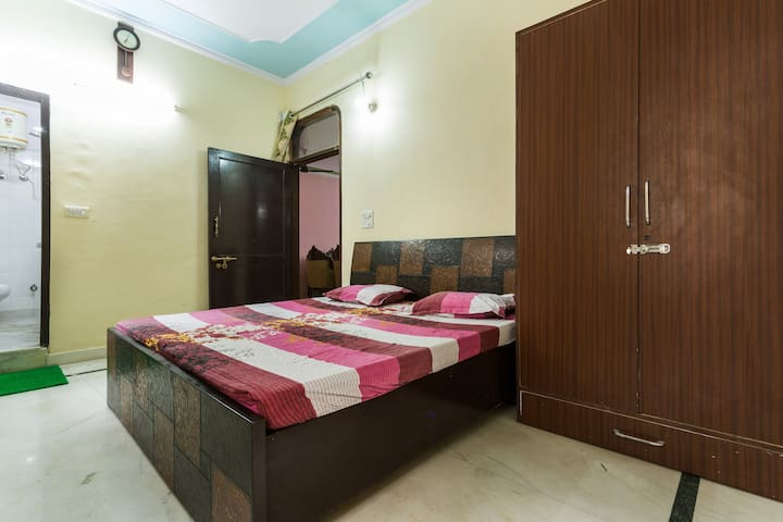 Spacious INDependent house in Delhi - New Delhi - House