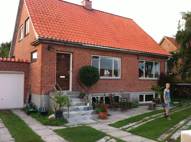 Dejlig murermestervilla og terrasse - Logstor - Casa