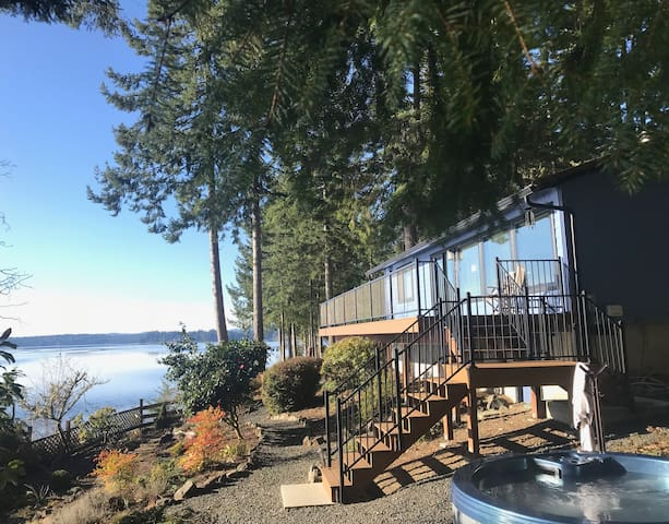 Olympia Waterfront Home - Newly Renovated