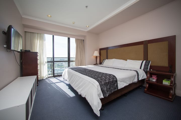 💫Fabulous 1BR apartment 💫 The Spencer on Byron Hotel - Swimming pool