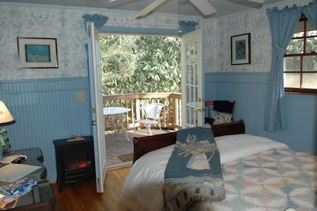 Black Bear Cottage in the Woods - Maggie Valley
