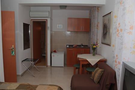 Studio Apartment Šime (2+1) - Korčula