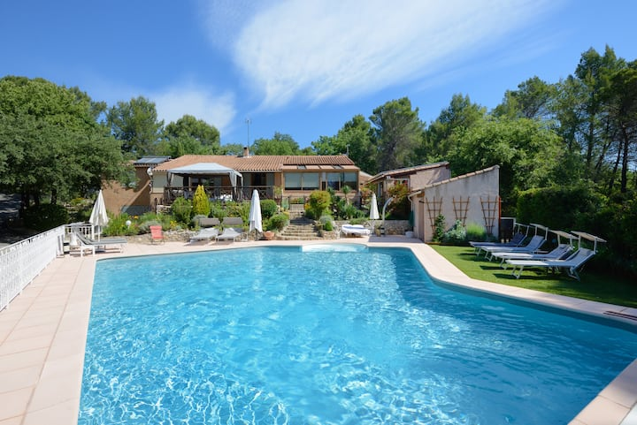 Aix/Cassis/villa luxe/swimming pool-heated jacuzzi