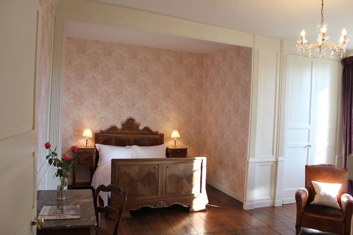 Charming bedroom in Old Manor House - La Souterraine - Bed & Breakfast