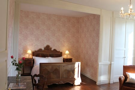 Charming bedroom in Old Manor House - La Souterraine