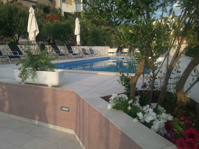Spacious apartment A3, outdoor pool - Marina - Appartement