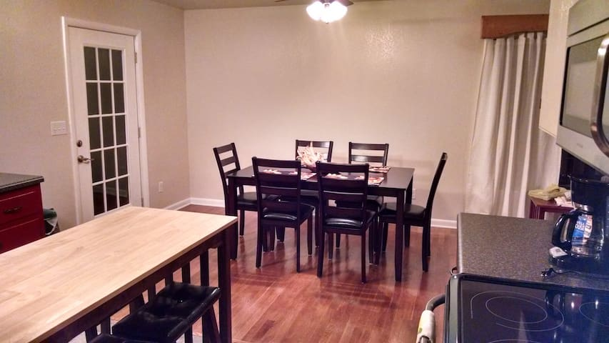 Dining - table seating for six, access to screened porch