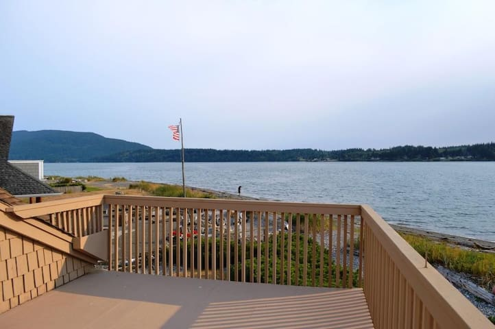 Beach Front Home Gorgeous Views - Bellingham - House