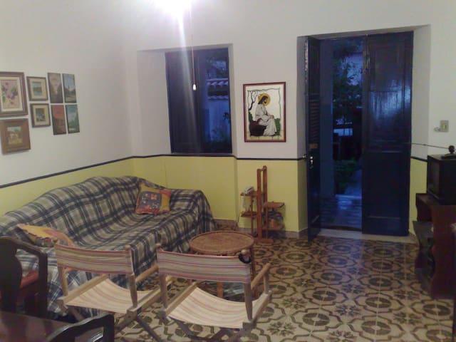CASA AMPLA  COM VARANDA - Rio de Janeiro