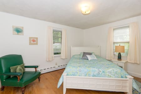 Delightful & bright in quiet area! - Worcester