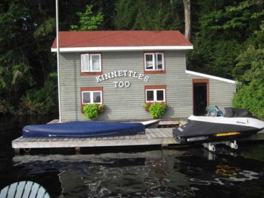 Boathouse has 2 Bedrooms with a queen in each and on Bathroom