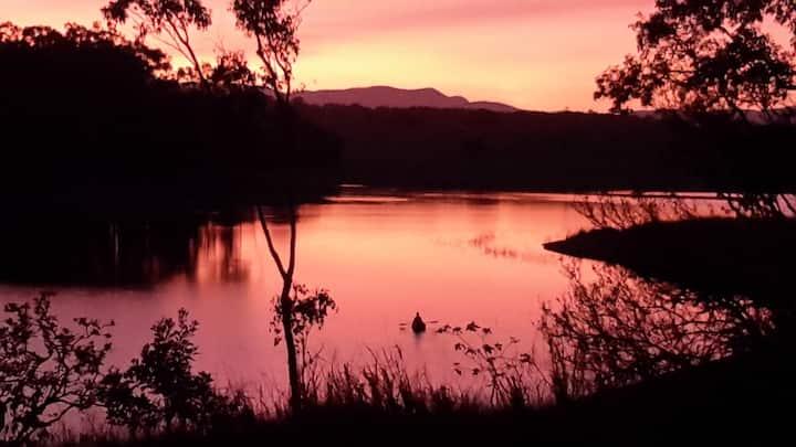 Lakeside Escape, Tinaburra