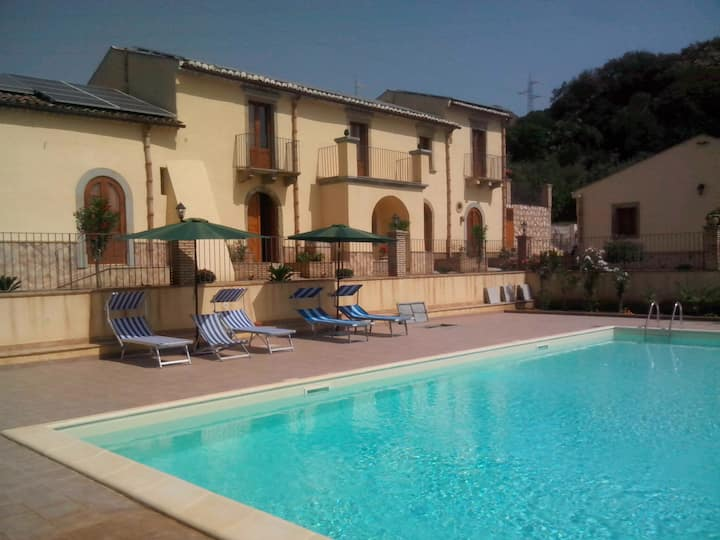 PATITIRI: triple room+swimming pool