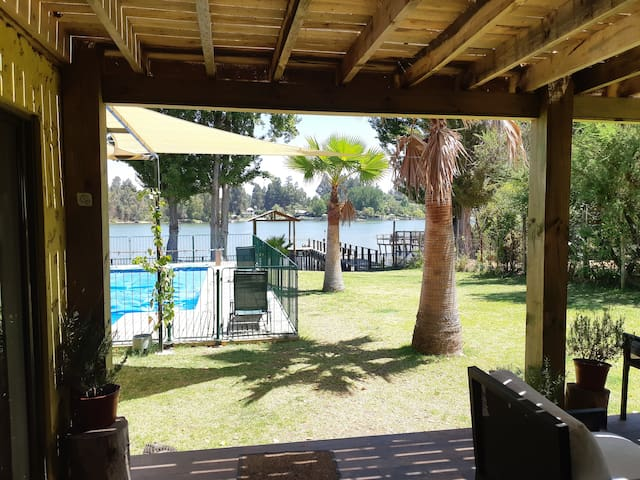 Excelente casa familiar orilla de lago Rapel