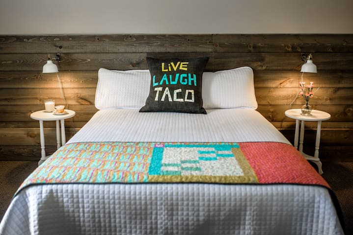 Kitch'inn B&B - Room 1 - Live Laugh Taco