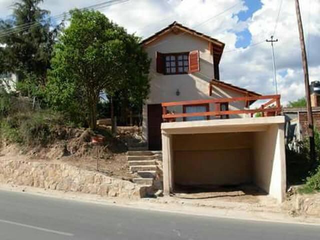 Excelente casa en alquiler en villa cura Brochero.