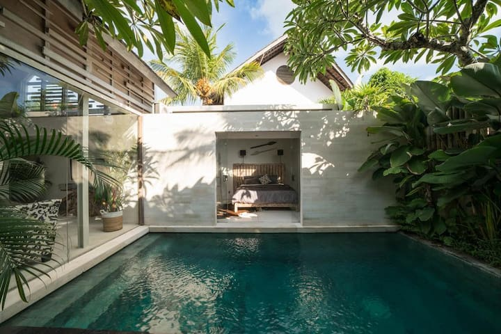 Refreshing dip in your private tropical pool. or just jump in from your bedroom. ahhhhhhh