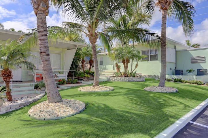 2 bedroom w large pool 600 ft from  private beach