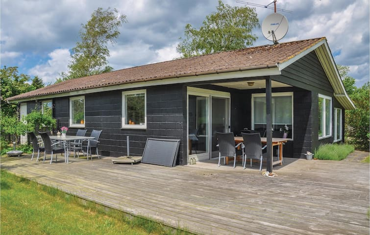 Holiday cottage with 3 bedrooms on 112m² in Hesselager