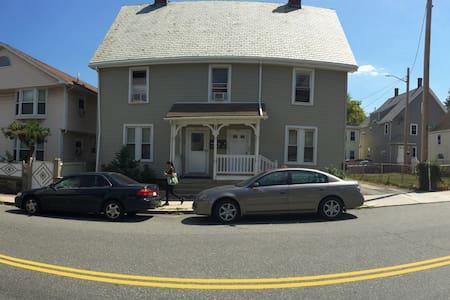 Cosy stay, Breakfast & Free public transportation - Boston - House
