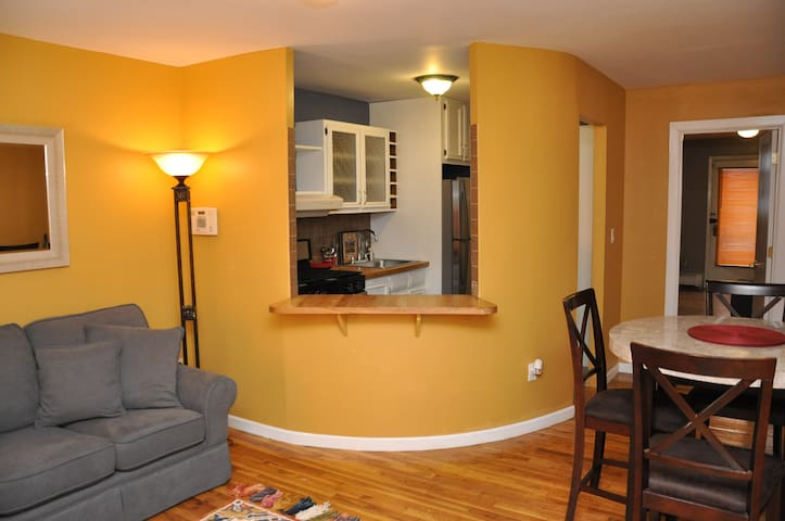 Gorgeous Brownstone Apartment mins from NYC!!