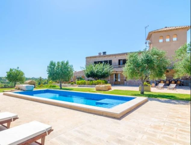 Rural Holiday Home Son Colom with Wi-Fi, Terrace, Garden & Pool; Parking Available
