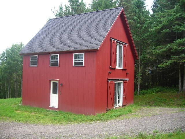 Perry Hill Little Red House - Waterbury - Rumah