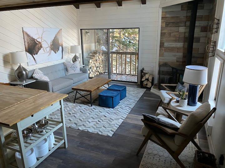 """Ski-in, Ski-out """"New"""" Vaulted, Private A+ Location"""