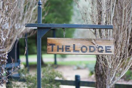Moonrise Lodge - Escapism, 5 minute from Bright - Freeburgh - Talo