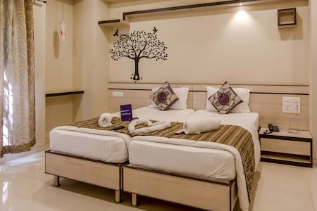 A Luxurios Room in Baner near KFC - Pune