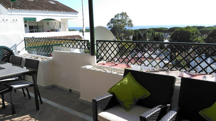 Comfortable and sunny with sea view balcony