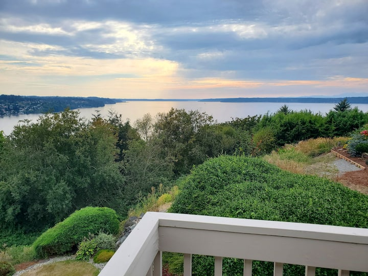 Puget Sound Retreat with Gorgeous View