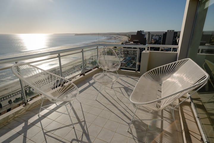 Luxury central top floor with the best 360 view!!!