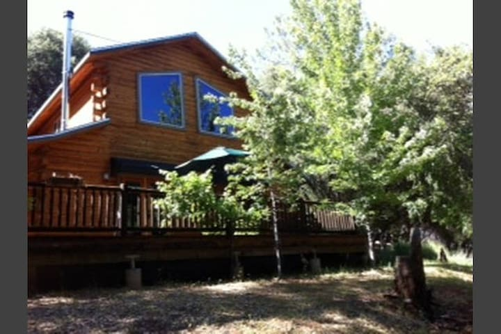 Ever wanted to stay in a log home? - Columbia - Huis