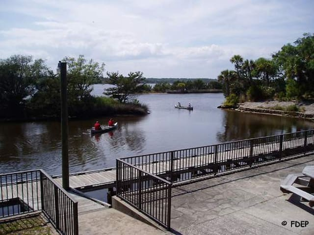 Canoeing at Tomoka State Park