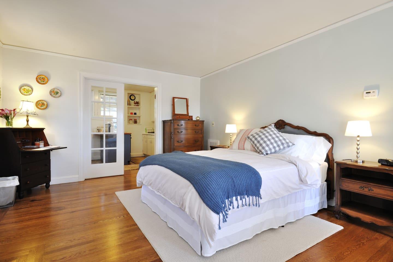 Comfortable Queen bed with Organic Keetsa mattress.