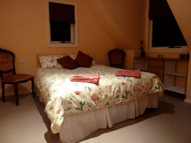 Garrigill Bedroom B4 (3 nights min) - Crackenback - Rumah
