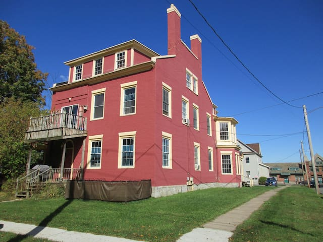 Spacious 2 story 2 bdrm near downtown and lake.