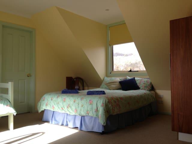 Garrigill Bedroom B5 (3 nights min) - Crackenback - House