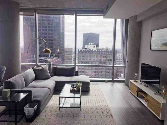 Spacious Loft in Heart of Downtown/ Awesome View